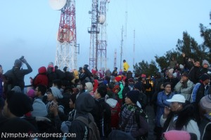 Penuh Orang di point view sunrise bromo